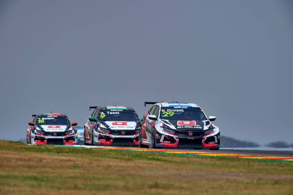 Civic Type R TCR drivers grind out Aragon points finishes